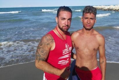Rischiano di annegare, salvati tre bambini e le loro mamme